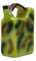 Wódka butelka w kształcie karnistra z paliwem